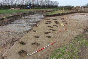 uitgegraven paalkuilen van enkele opslagschuurtjes voor oogstproducten ('spiekers') van rond het begin van de jaartelling